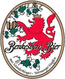 Wappen Benkesbier, roter löwe mit Krug und Hopfengierlande