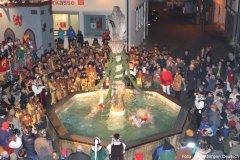 Brunnensprung zur Fasnetsvergrabung mit närrischen Gästen