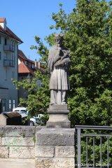 Statue des hl. Nepomuk an der Donaubrücke