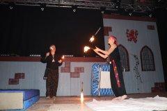 Feuershow auf der Bühne