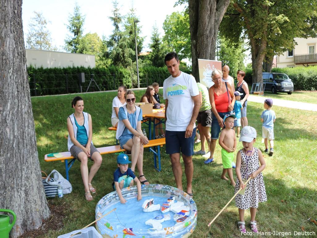 Familie beim Sommerfest